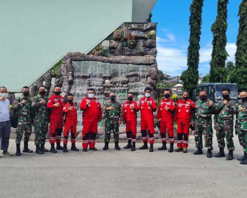 TNI dan VRI Bangun Jembatan di Kilmuri